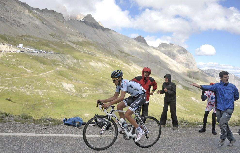 24. FRANCJA, Galibier, 21 lipca 2011: Alberto Contador na ostatnim podjeździe osiemnastego etapu. EPA/NICOLAS BOUVY Dostawca: PAP/EPA.