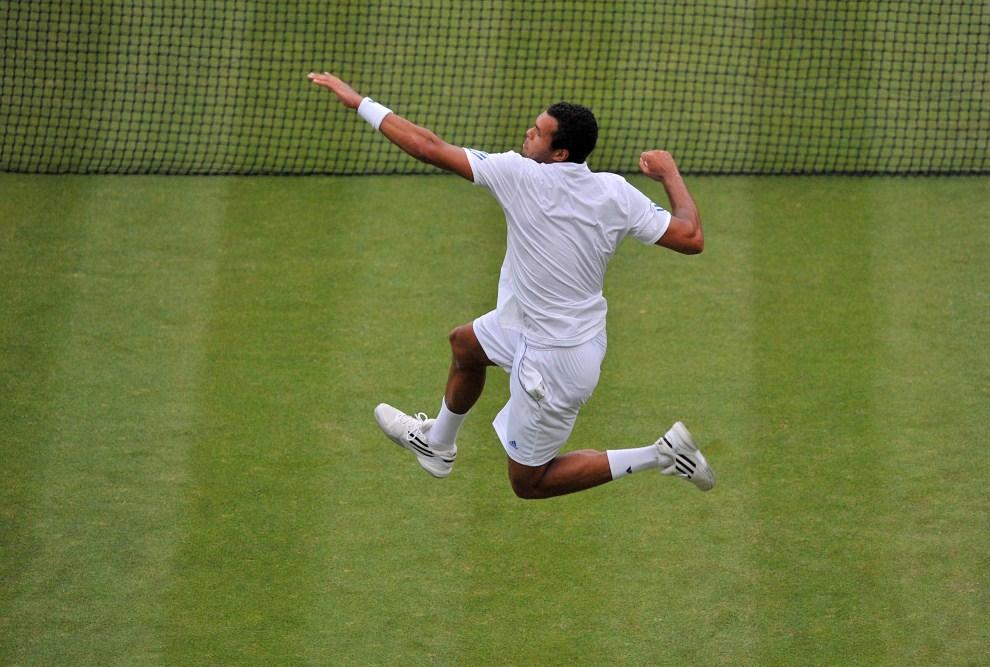 29. WIELKA BRYTANIA, Londyn, 23 czerwca 2011: Jo-Wilfried Tsonga po zwycięstwie nad Grigorem Dimitrovem. AFP PHOTO/BEN STANSALL