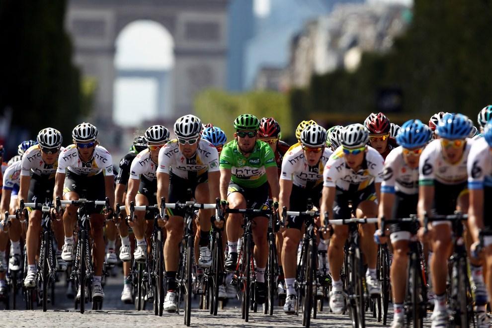36. FRANCJA, Paryż, 24 lipca 2011: Mark Cavendish w zielonej koszulce najlepszego sprintera. (Foto: Bryn Lennon/Getty Images)