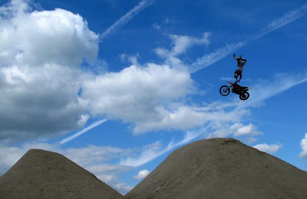 4. WIELKA BRYTANIA, Chichester, 1 lipca 2011: Motocyklista podczas Goodwood Festival of Speed. (Foto: Warren Little/Getty Images)