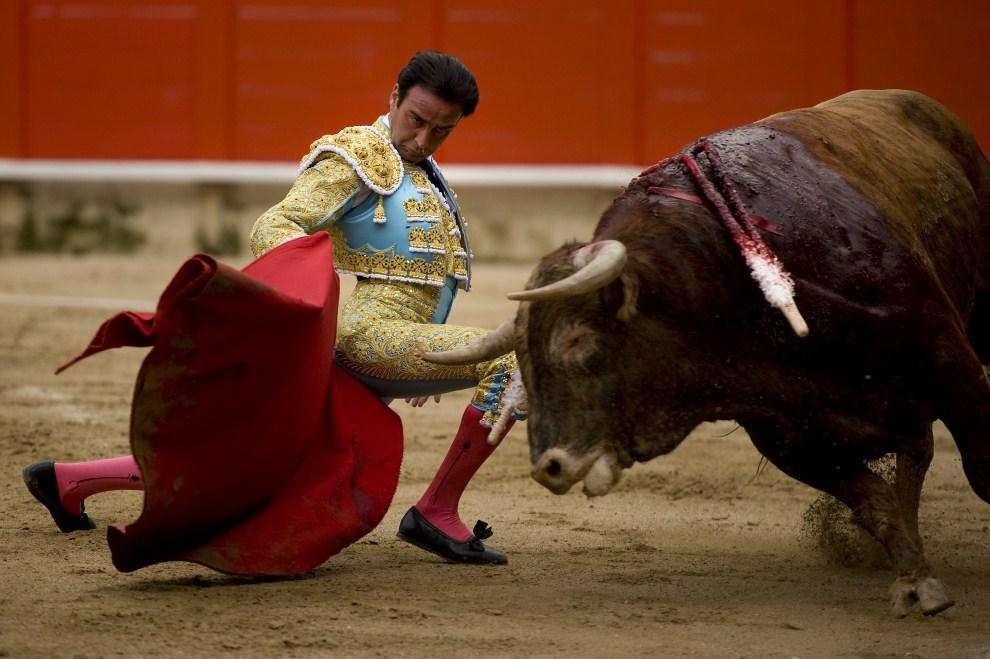 5. HISZPANIA, Barcelona, 17 lipca 2011: Enrique Ponce w trakcie trzeciej walki na arenie Monumental. (Foto:  David Ramos/Getty Images)