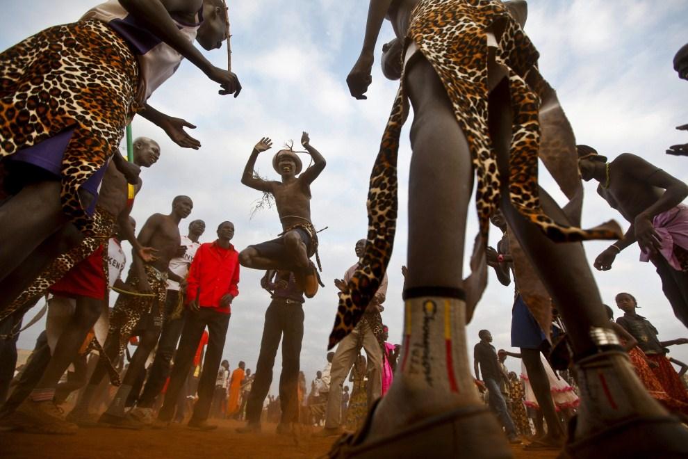 7. KENIA, Nairobi, 9 lipca 2011: Uciekinierzy z Sudanu cieszą się z niepodległości Sudanu Południowego. EPA/DAI KUROKAWA Dostawca: PAP/EPA.
