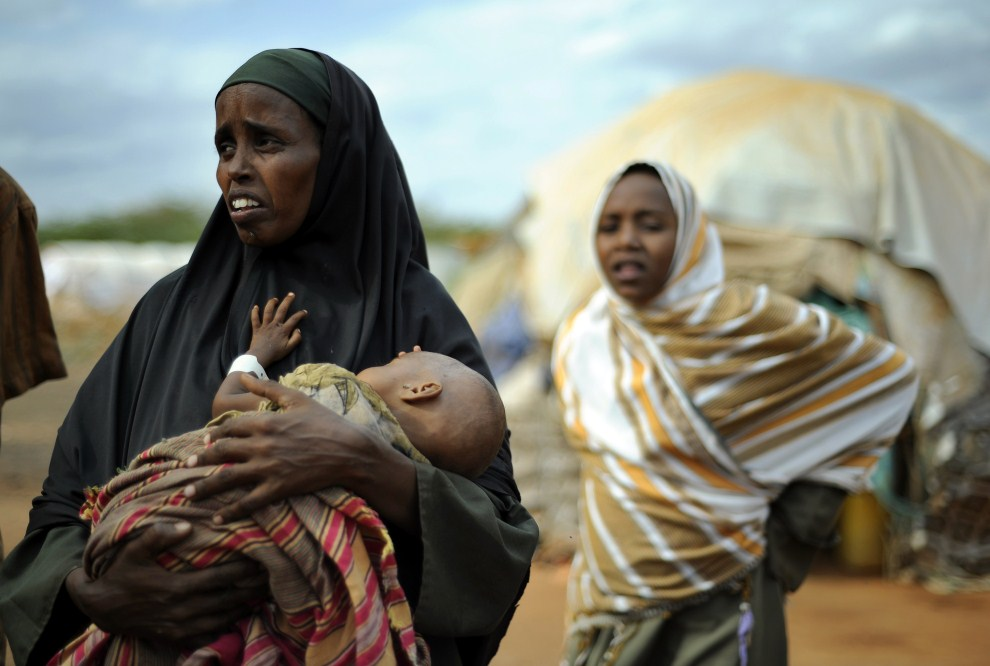 2nd KENYA, Dadaab, 23 July 2011: Refugees from Somalia at a refugee camp. AFP PHOTO / Tony Karumba