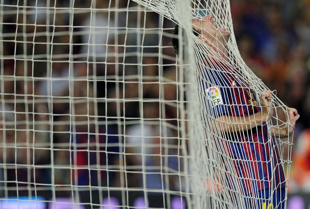 21. HISZPANIA, Barcelona, 17 września 2011: Lionel Messi podczas meczu FC Barcelona – CA Osasuna na Camp Nou. AFP PHOTO/ JOSEP LAGO