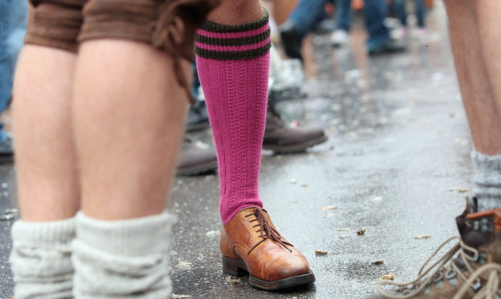 22. NIEMCY, Monachium, 18 września 2011: Grupa gejów uczestnicząca w zabawie z okazji Oktoberfest. (Foto: Johannes Simon/Getty Images)