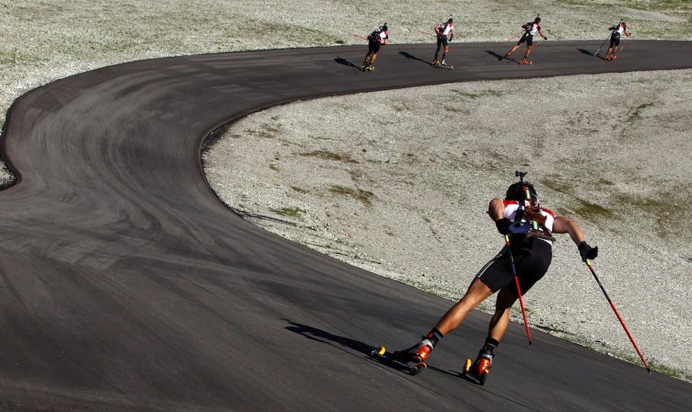 24. NIEMCY, Ruhpolding, 16 września 2011: Mężczyźni na trasie biegu na dystansie 20 km. (Foto: Alexander Hassenstein/Bongarts/Getty Images)
