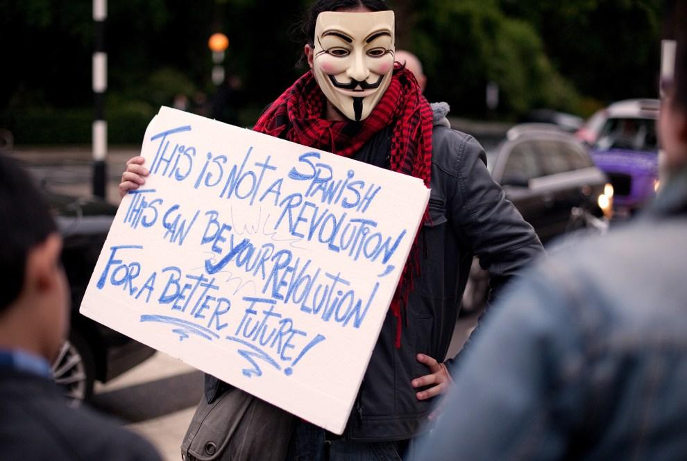 11.WIELKA BRYTANIA, Londyn, 18 maja 2011: Protest przed ambasadą Hiszpanii w Londynie. AFP PHOTO / LEON NEAL