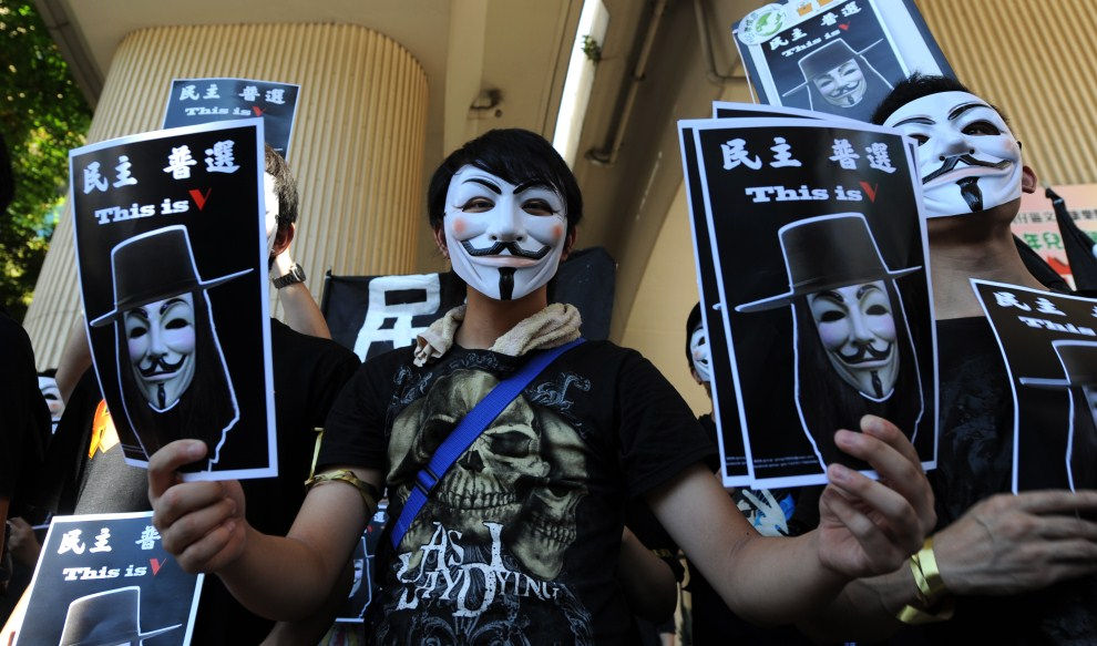 13.CHINY, Hong Kong, 1 lipca 2010: Wiec z udziałem zwolenników demokracji w centrum Hong Kongu. AFP PHOTO / Daniel SORABJI