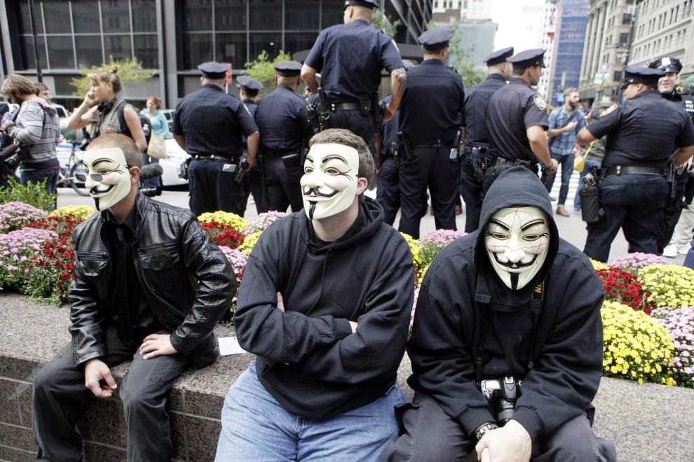 18.USA, Nowy Jork, 17 października 2011: Protestujący przy Wall Street w Nowym Jorku. AFP PHOTO/David Karp