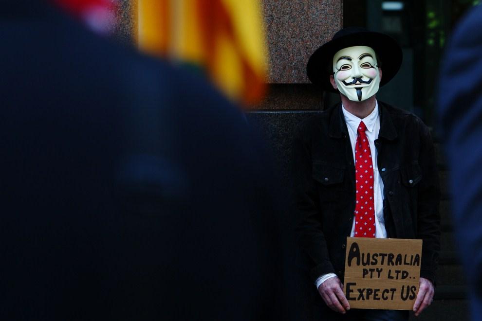 20.AUSTRALIA, Sydney, 15 października 2011: Mężczyzna domagający się zmiany polityki finansowej w Australii. AFP PHOTO / Marianna Massey