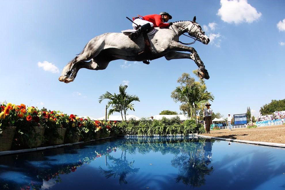 26. MEKSYK, Guadalajara, 27 października 2011: Kent Farrington z USA podczas zawodów w skokach przez przeszkody. (Foto: Al Bello/Getty Images)