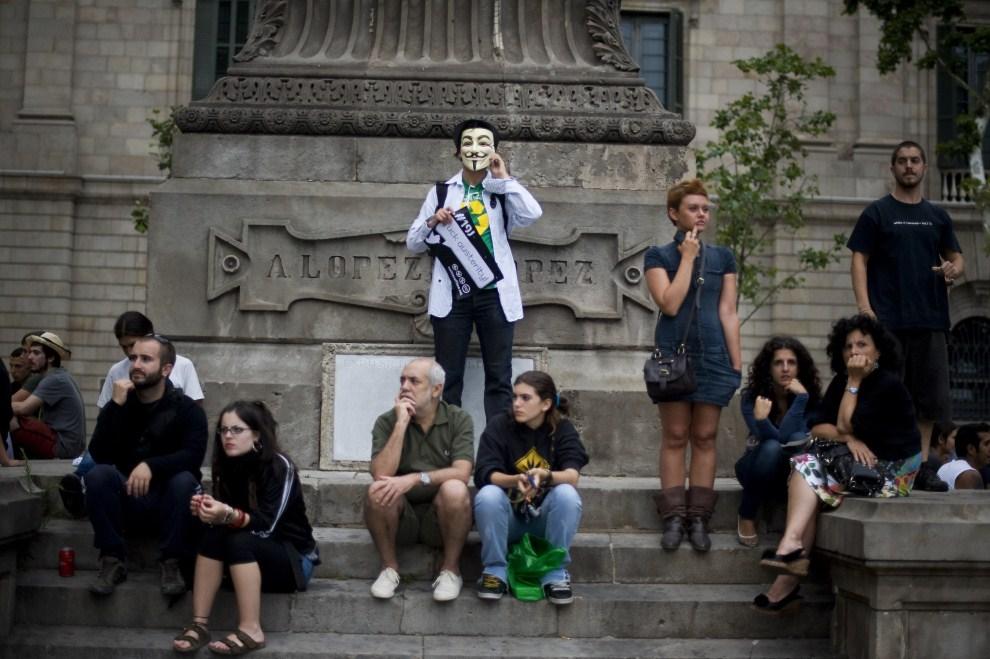 3.HISZPANIA, Barcelona, 19 czerwca 2011: Ludzie protestujący przeciw Paktowi Euro Plus. (Foto: David Ramos/Getty Images)