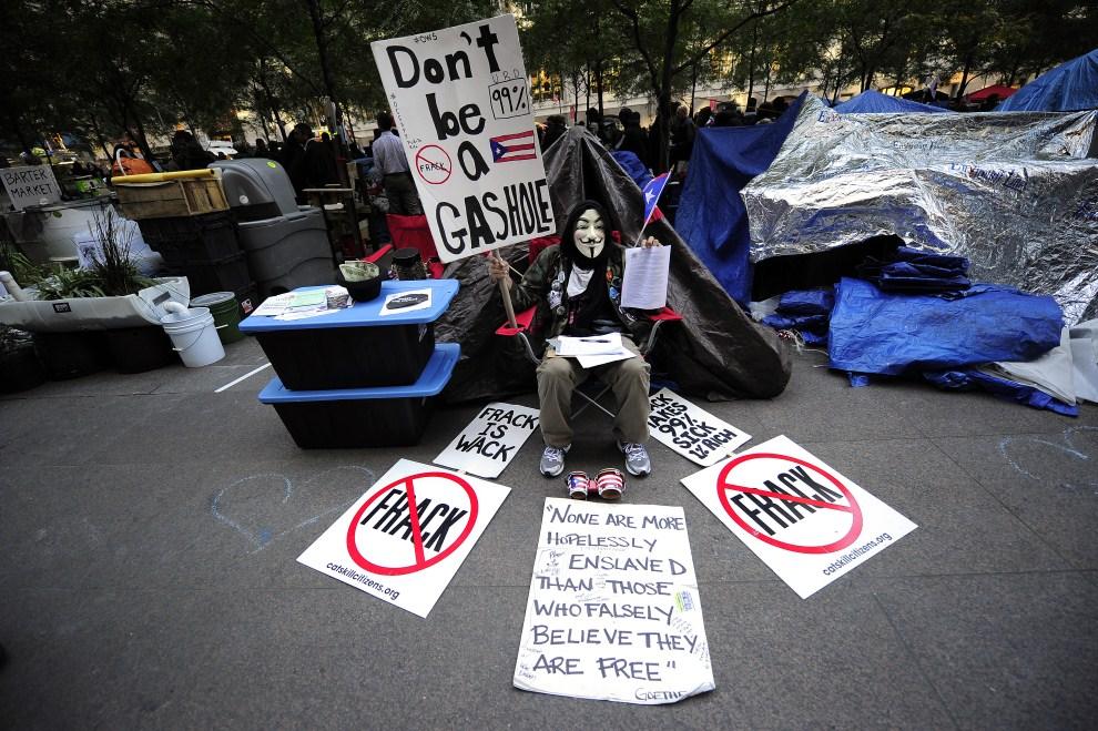 4.USA, Nowy Jork, 25 października 2011: Uczestnik protestów przy Wall Street. AFP PHOTO/Emmanuel Dunand