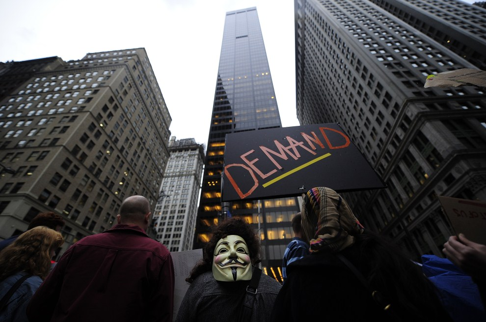 10.USA, Nowy Jork, 3 października 2011: Protestujący okupujący Wall Street i pobliski Zuccotti Park. AFP PHOTO/Emmanuel Dunand