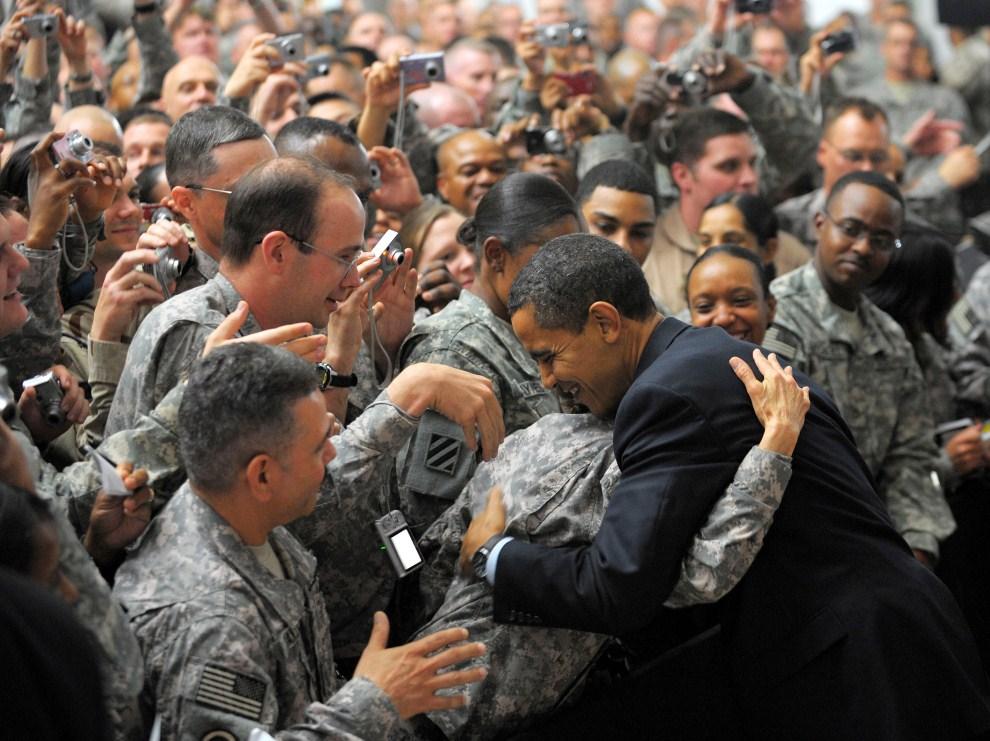 33. IRAK, Bagdad, 7 kwietnia 2009:  Barack Obama podczas wizyty w Camp Victory. AFP PHOTO / Mandel NGAN