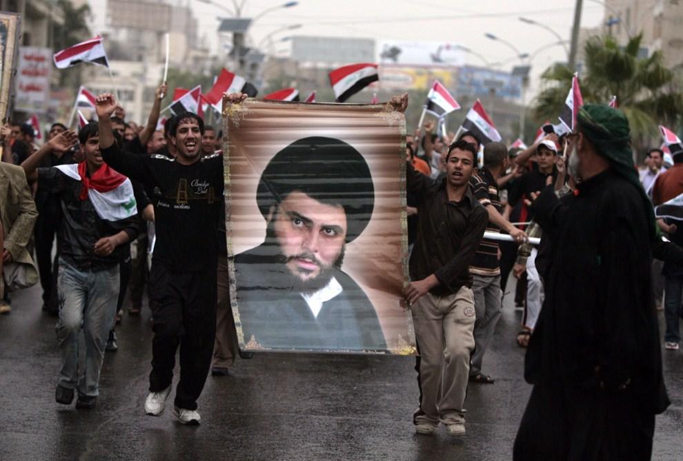 3. IRAK, Bagdad, 9 kwietnia 2009: Iraccy zwolennicy Muktady as-Sadra protestują przeciw obecności amerykańskich wojsk w Iraku. AFP PHOTO / AHMAD AL-RUBAYE