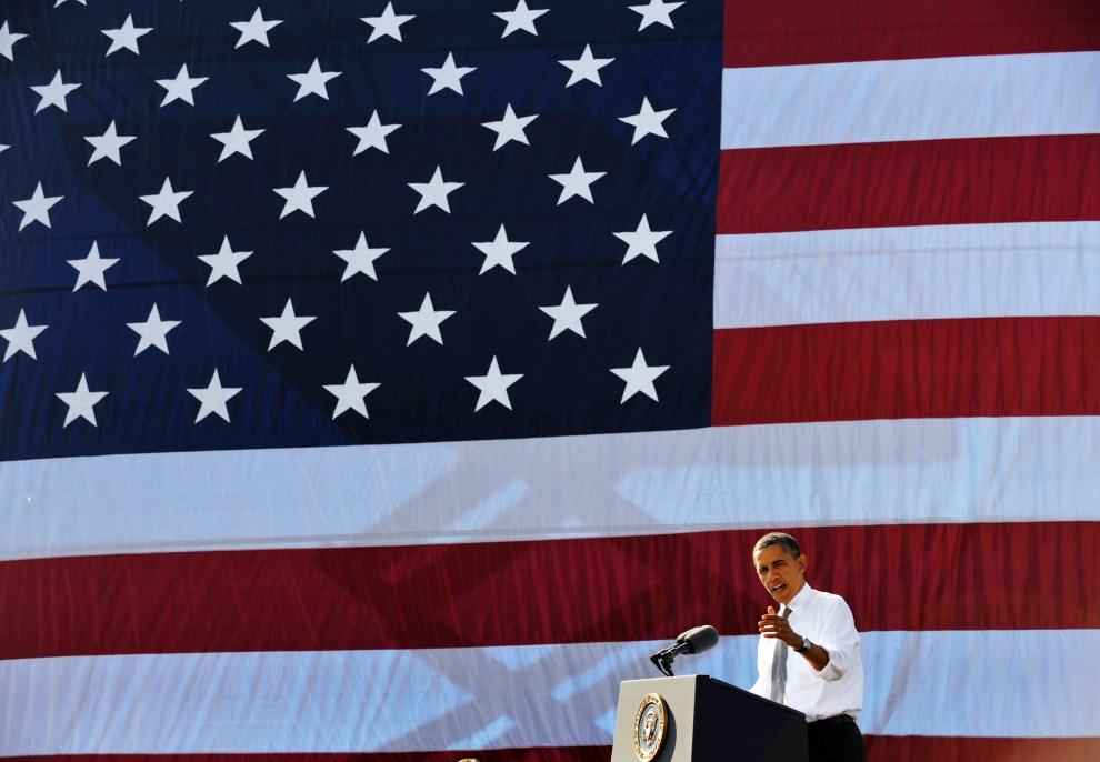 4. USA, Waszyngton, 2 listopada 2011: Barack Obama podczas wystąpienia w Georgetown Waterfront Park November. AFP PHOTO/Mandel NGAN