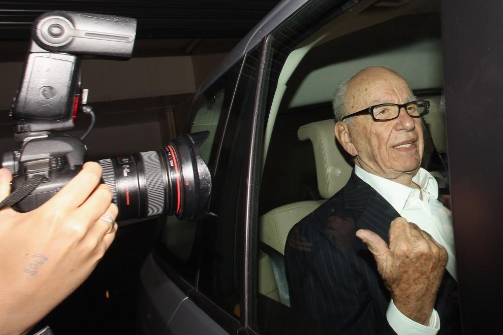 33.WIELKA BRYTANIA, 12 lipca 2011: Rupert Murdoch, właściciel jednej z największych na świecie korporacji prasowej, opuszcza swój apartament w Londynie. (Foto:   Oli Scarff/Getty Images)
