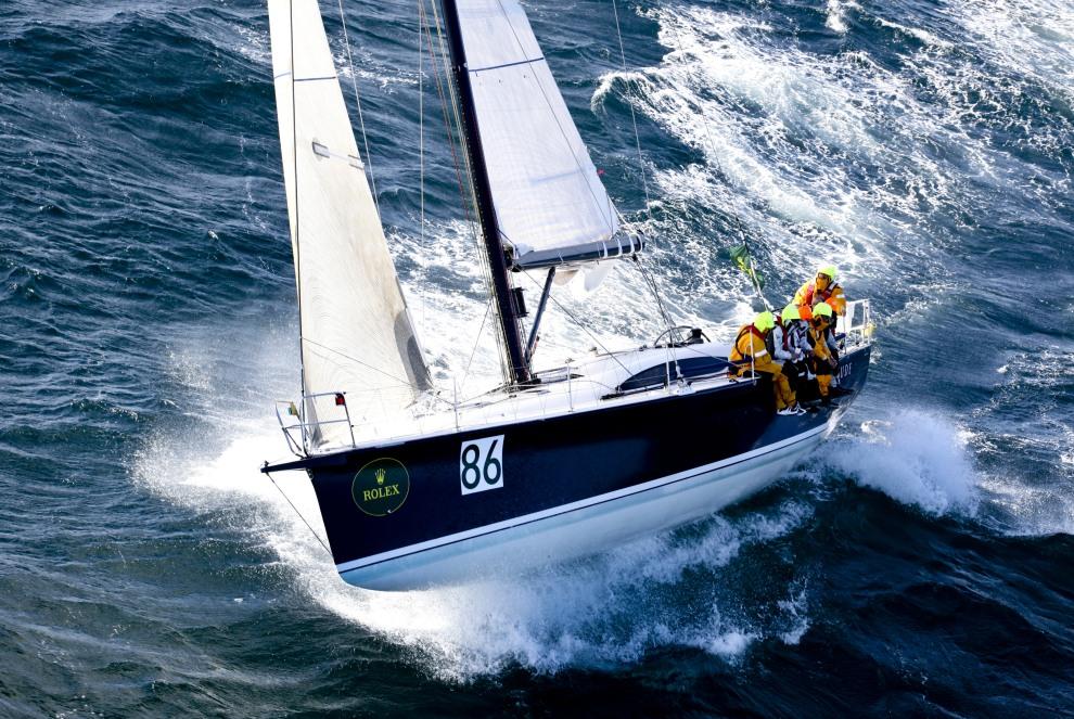 """38.AUSTRALIA, Cieśnina Bassa, 27 grudnia 2011: Jacht """"St Jude"""" wpływa do cieśniny podczas 67. regat z Sydney do Hobart. AFP PHOTO / ROLEX / Daniel FORSTER"""