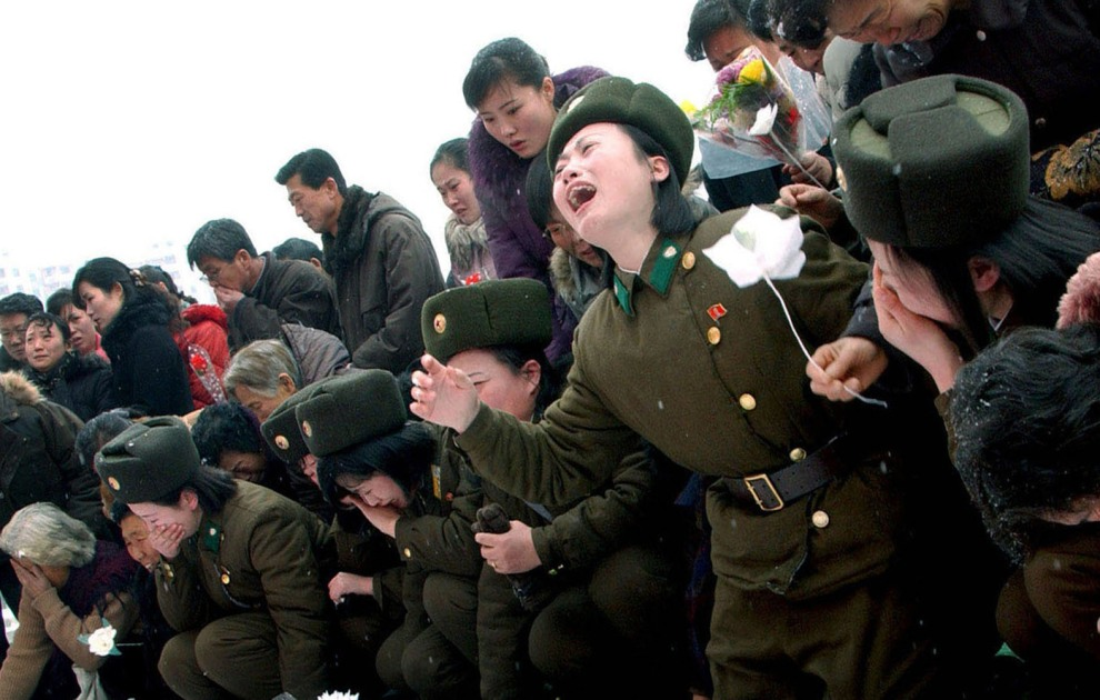 41.KOREA PÓŁNOCNA, Pjongjang, 21 grudnia 2011: Rozpacz po śmierci Kim Dzong-Ila. AFP PHOTO / KCNA VIA KNS