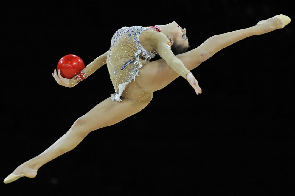 8.FRANCJA, Montpellier, 20 września 2011: Rosjanka  Jewgienija Kanajewa w trakcie występu na Mistrzostwach świata w gimnastyce artystycznej. AFP PHOTO SYLVAIN   THOMAS