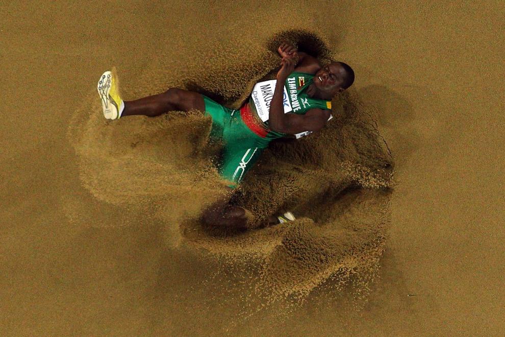 9.KOREA POŁUDNIOWA, Taegu, 2 września 2011: Ngonidzashe Makusha z Zimbabwe podczas występu na Mistrzostwach świata IAAF. (Foto: Mark Dadswell/Getty Images)
