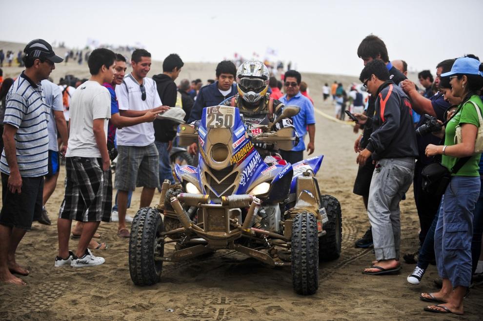 20.PERU, Sarapampa, 15 stycznia 2011: Alejandro Patronelli – zwycięzca rajdu w kategorii quadów. AFP PHOTO/ERNESTO BENAVIDES