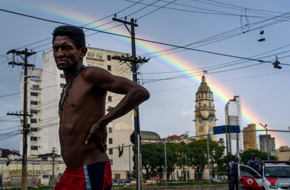 """21.0 BRAZYLIA, Sao Paulo, 14 stycznia 2012: Bezdomny w okolicy nazywanej """"Cracolandia"""" (od potocznej nazwy narkotyku). AFP PHOTO / Yasuyoshi Chiba"""