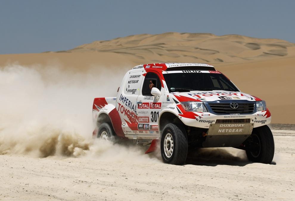 21.PERU, Pisco, 14 stycznia 2012: Giniel de Villiers na trzynastym etapie rajdu. (Foto:  Bryn Lennon/Getty Images)