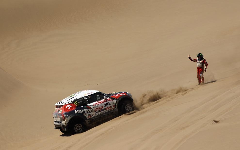 27.PERU, Nasca, 13 stycznia 2012: Mini prowadzone przez Krzysztofa Hołowczyca na dwunastym etapie rajdu. (Foto:  Bryn Lennon/Getty Images)