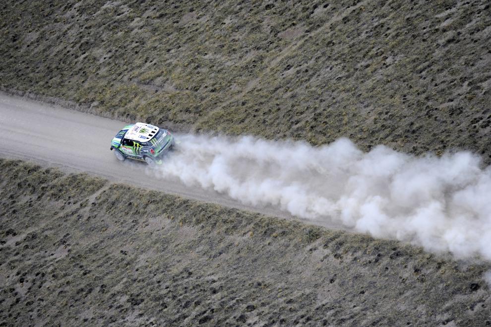 8.ARGENTYNA, San Rafael, 2 stycznia 2012: Stephane Peterhansel na odcinku z Santa Rosa de la Pampa do San Rafael. AFP PHOTO/PHILIPPE DESMAZES