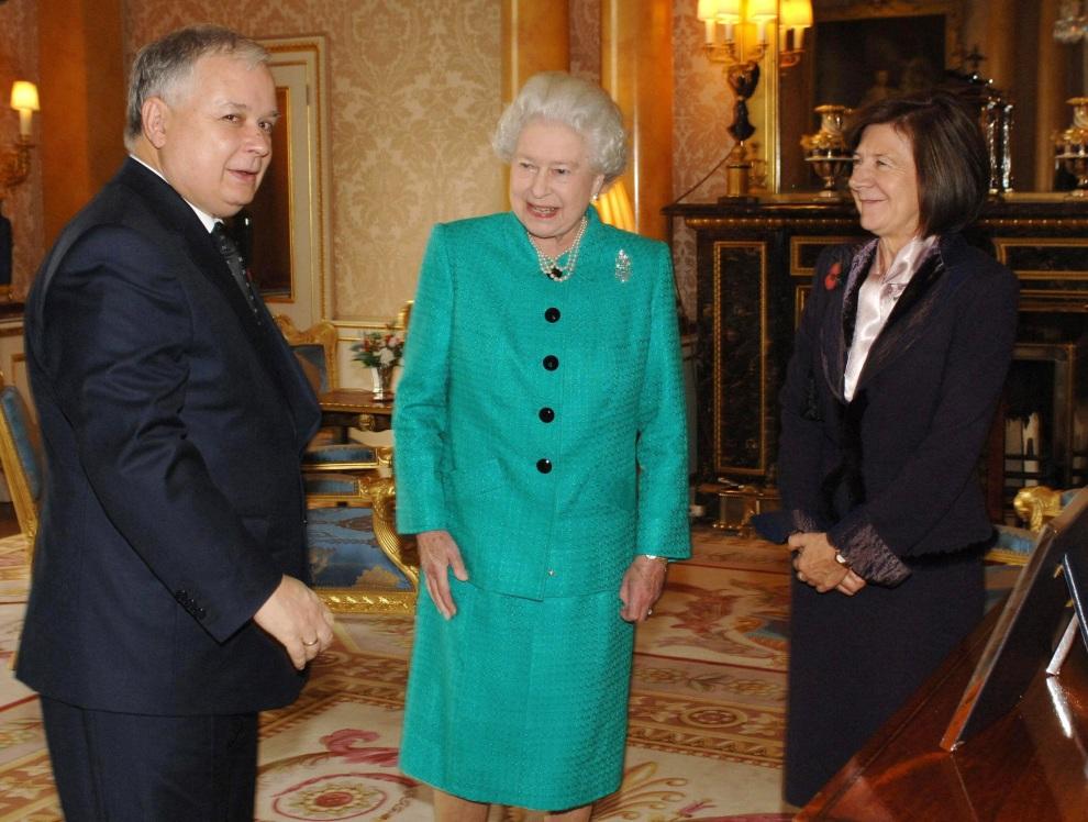 23.WIELKA BRYTANIA, Londyn, 7 listopada 2006: Elżbieta II przyjmuje prezydenta Lecha Kaczyńskiego wraz z żoną. AFP Photo Fiona Hanson/POOL