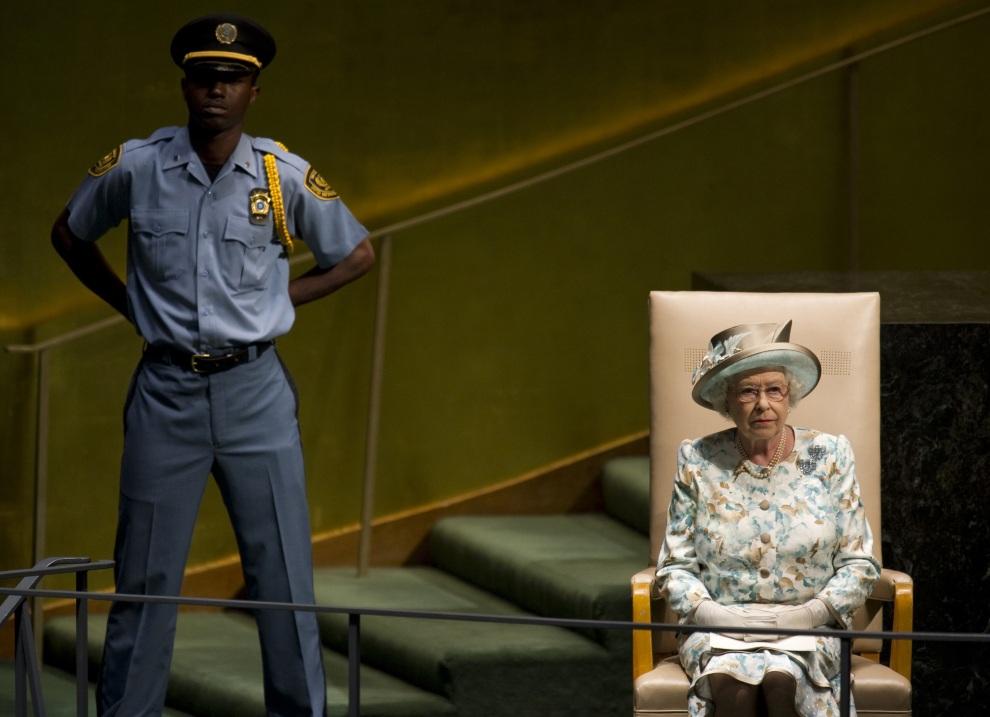 24.USA, Nowy Jork, 6 lipca 2010: Elżbieta II przed wystąpieniem podczas Zgromadzenia Generalnego ONZ.  AFP PHOTO / DON EMMERT