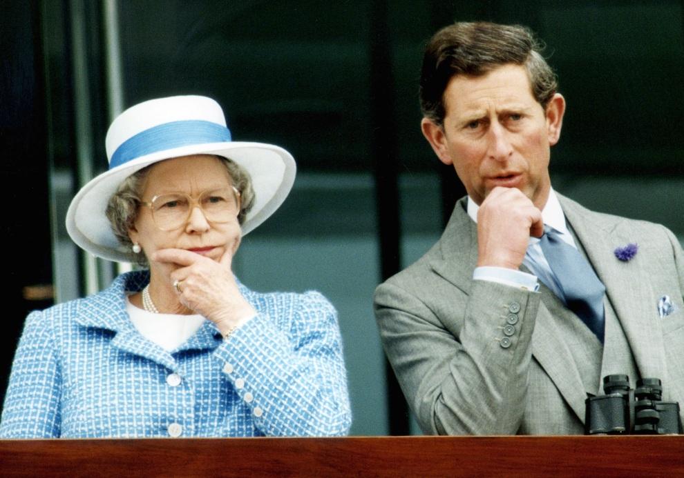 32.WIELKA BRYTANIA, Epsom, 2 czerwca 1993: Elżbieta II w towarzystwie syna – księcia Karola.  AFP