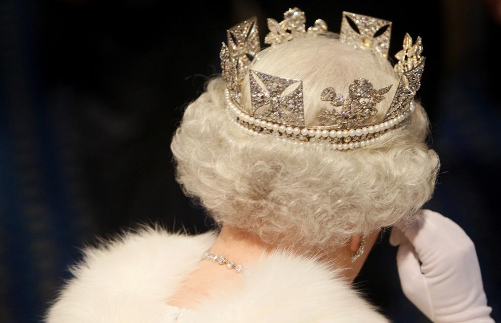 38.WIELKA BRYTANIA, Londyn, 6 listopada 2007: Elżbieta II opuszcza Izbę Lordów po wygłoszeniu mowy otwierającej obrady. WPA POOL