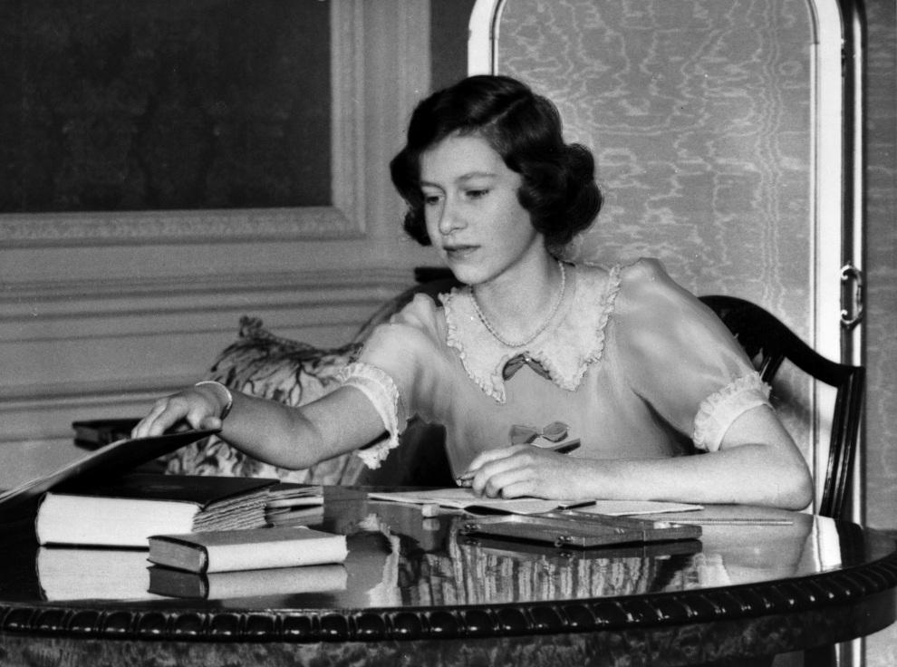 3.WIELKA BRYTANIA, Berkshire, 22 czerwca 1940: Elżbieta w zamku Windsor. (Foto: Lisa Sheridan/Studio Lisa/Getty Images)