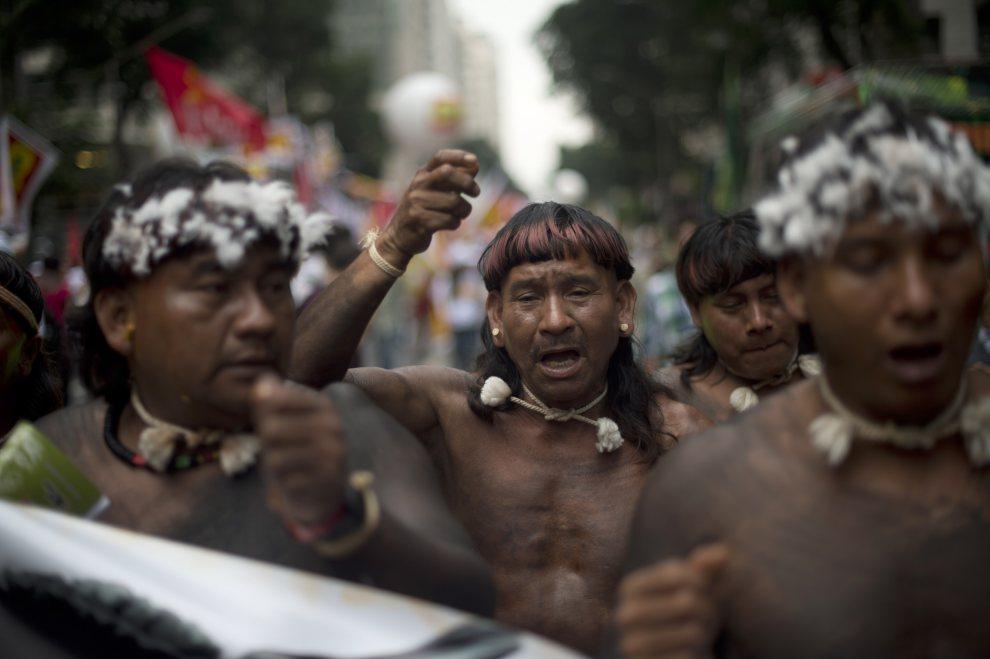 22.BRAZYLIA, Rio de Janeiro, 20 czerwca 2012: Członkowie plemienia Maraiwatsede protestują przeciw zabieraniu ich ziemi. AFP PHOTO / Christophe Simon