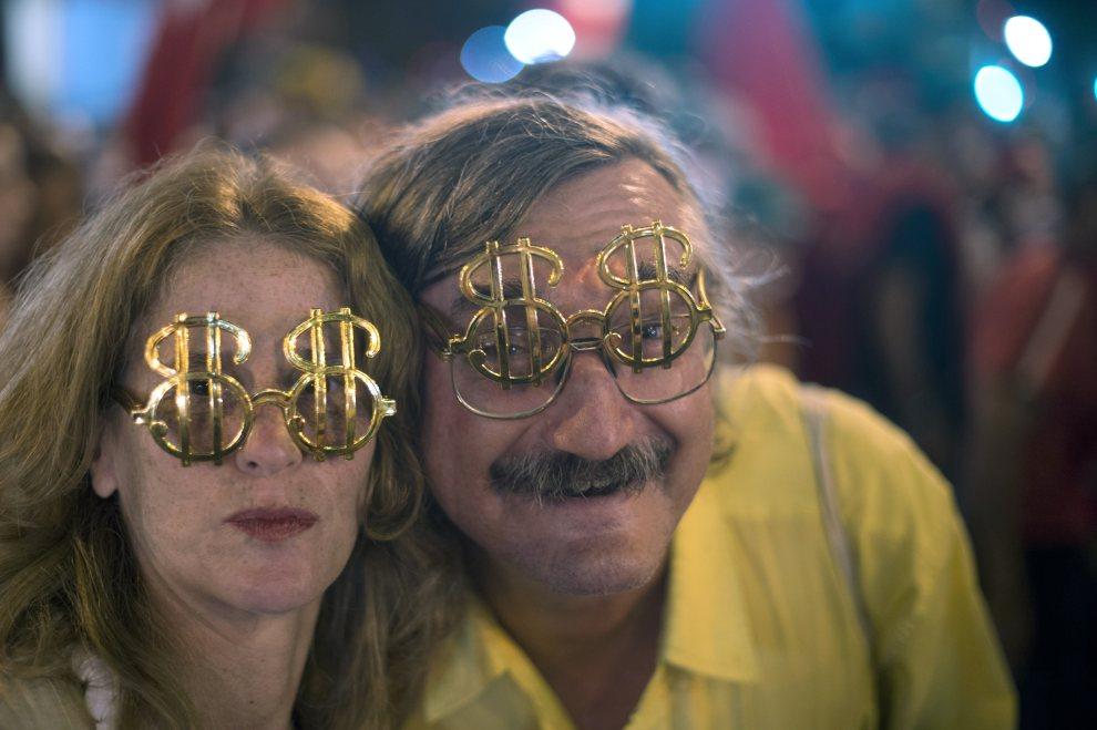24.BRAZYLIA, Rio de Janeiro, 19 czerwca 2012: Aktywiści protestujący przeciw polityce firmy Vale – jednej z największych firm wydobywczych w regionie. AFP PHOTO /   Christophe Simon