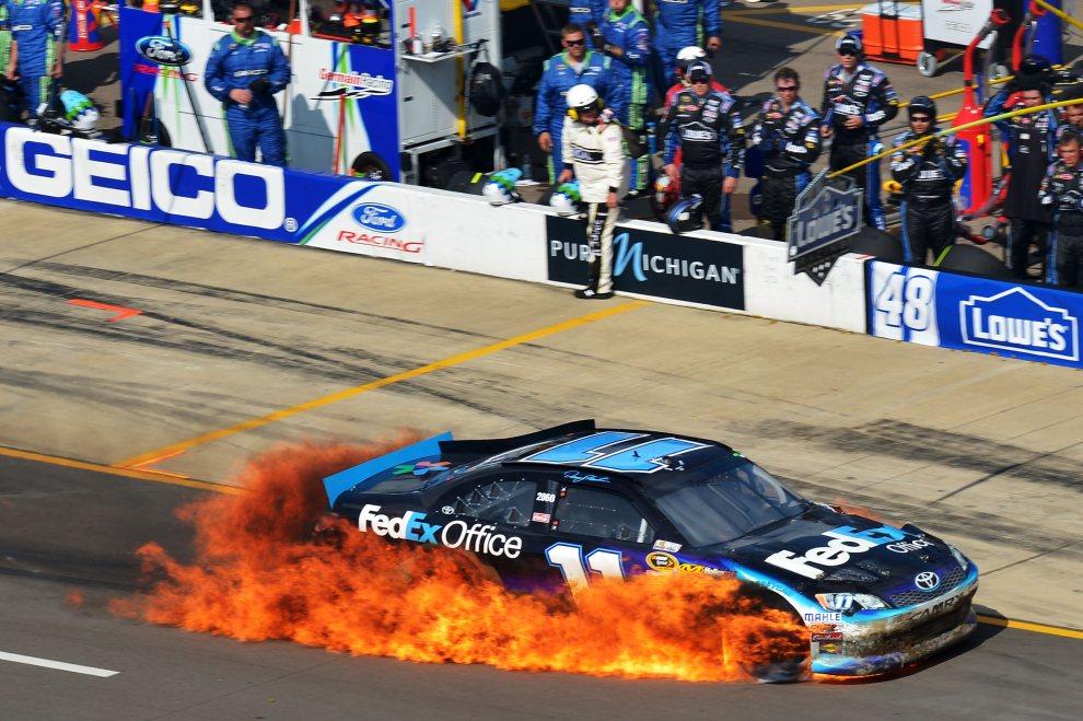 24.USA, Brooklyn, 17 czerwca 2012: Denny Hamlin za kierownicą płonącego samochodu podczas wyścigu serii NASCAR. (Foto: Drew Hallowell/Getty Images for NASCAR)