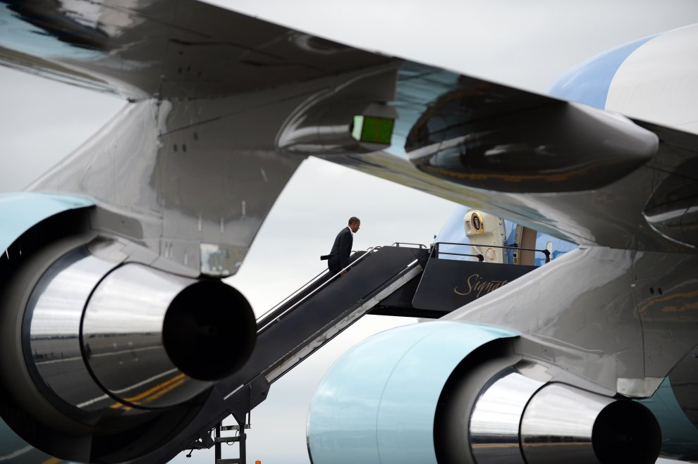 8.	USA, Boston, 26 czerwca 2012: Barack Obama wchodzi na pokład Air Force One. AFP PHOTO/Jewel Samad