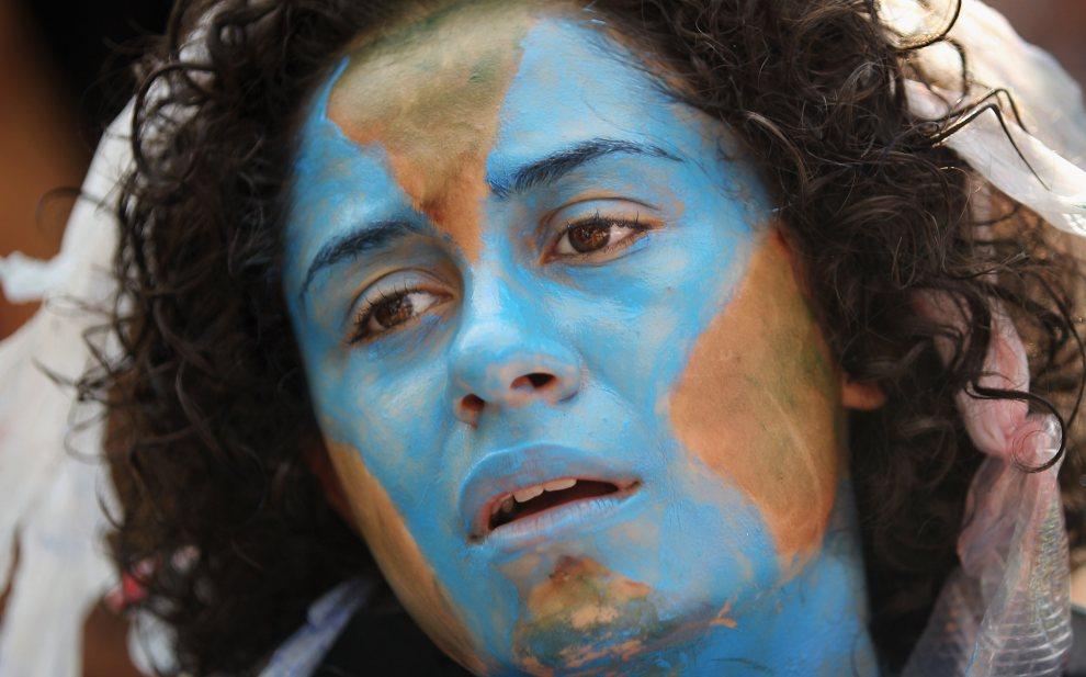 8.BRAZYLIA, Rio de Janeiro, 22 czerwca 2012: Uczestniczka demonstracji podczas ostatniego dnia szczytu. (FotoMario Tama/Getty Images)