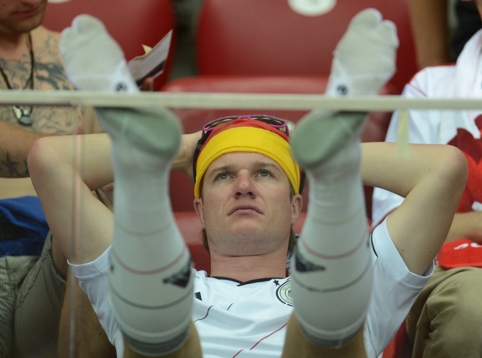 12.POLSKA, Warszawa, 28 czerwca 2012: Niemiecki kibic po zakończeniu (przegranego) meczu jego reprezentacji. AFP PHOTO/ PATRIK STOLLARZ