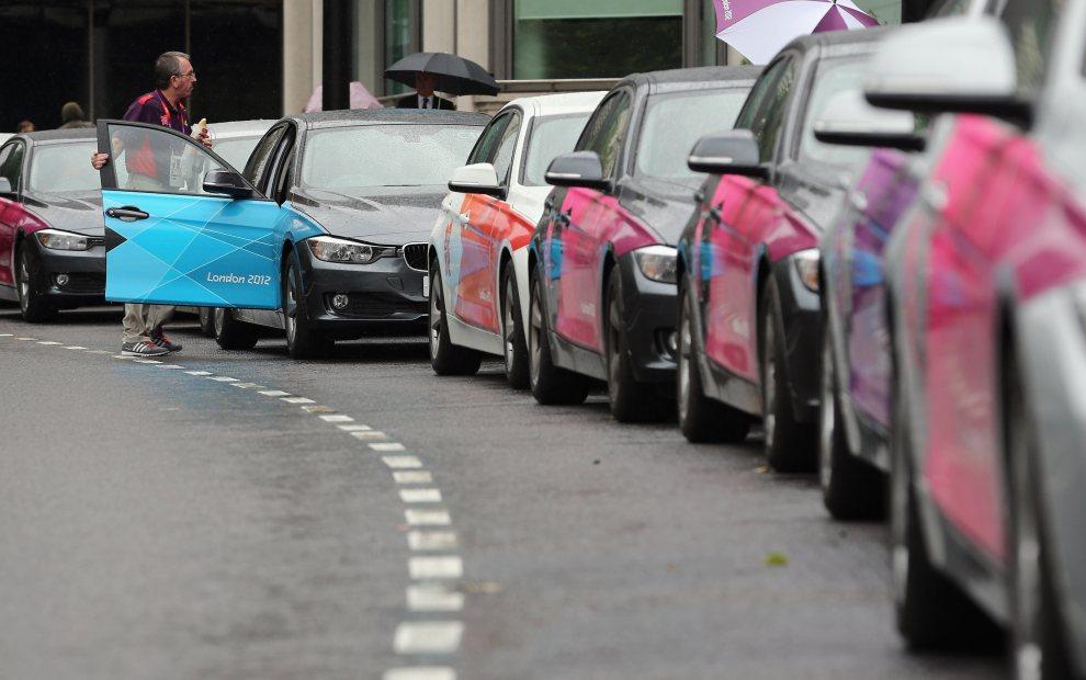 14.WIELKA BRYTANIA, Londyn, 16 lipca 2012: Flota pojazdów przeznaczona na potrzeby organizatorów. (Foto: Dan Kitwood/Getty Images)