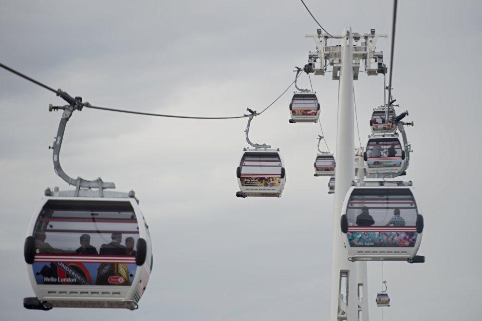 15.WIELKA BRYTANIA, Londyn, 28 czerwca 2012: Kolejka nad Tamizą, która ułatwi przemieszczanie się między arenami igrzysk. AFP PHOTO / BEN STANSALL