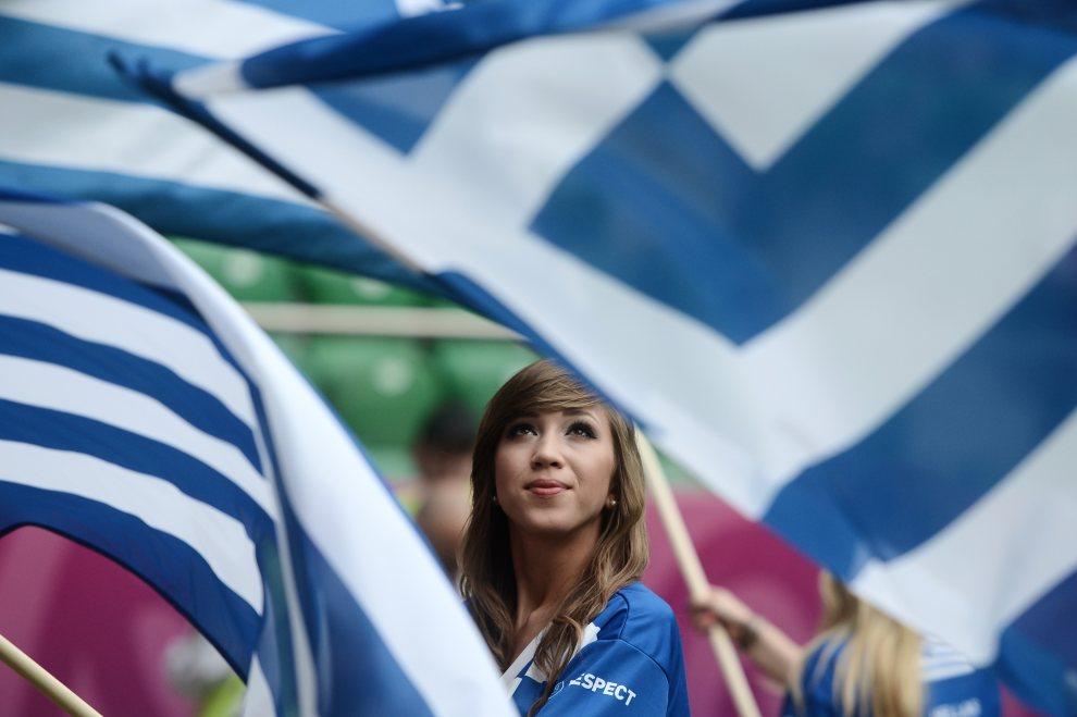 15.POLSKA, Wrocław, 12 czerwca 2012: Greczynka dopingująca swoją reprezentację w meczy z Czechami. AFP PHOTO / ARIS MESSINIS