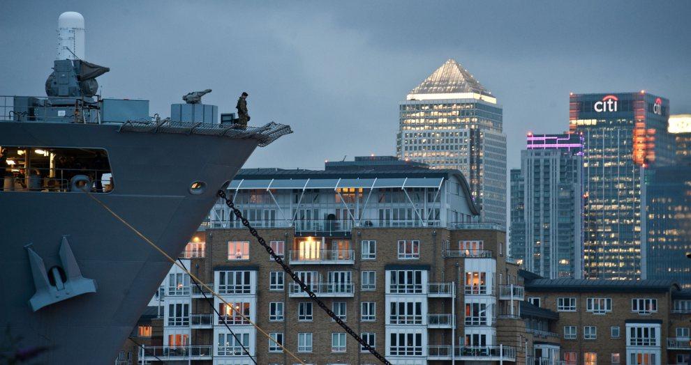 17.WIELKA BRYTANIA, Londyn, 163lipca 2012: Zacumowany HMS Ocean, który będzie wykorzystywany jako lotnisko dla śmigłowców wojskowych zabezpieczających olimpiadę.   AFP PHOTO/WILL OLIVER