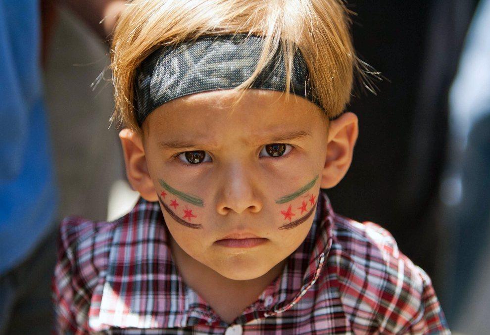 18.SYRIA, Mareh, 29 czerwca 2012: Mały chłopiec w trakcie antyrządowej manifestacji. AFP PHOTO/VEDAT XHYMSHITI