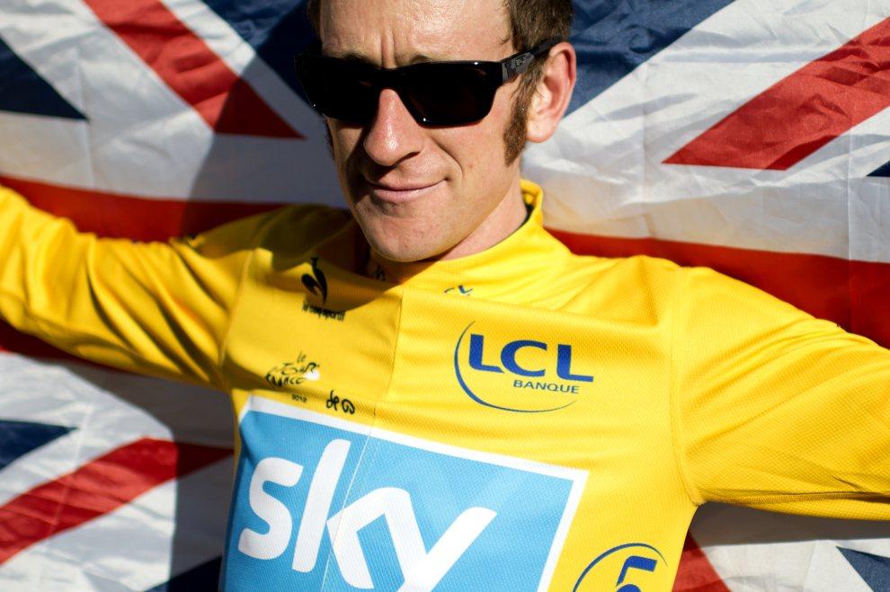 1.FRANCJA, Paryż, 22 lipca 2012: Bradley Wiggins, zwycięzca tegorocznej edycji Tour de France. AFP PHOTO / JEFF PACHOUD