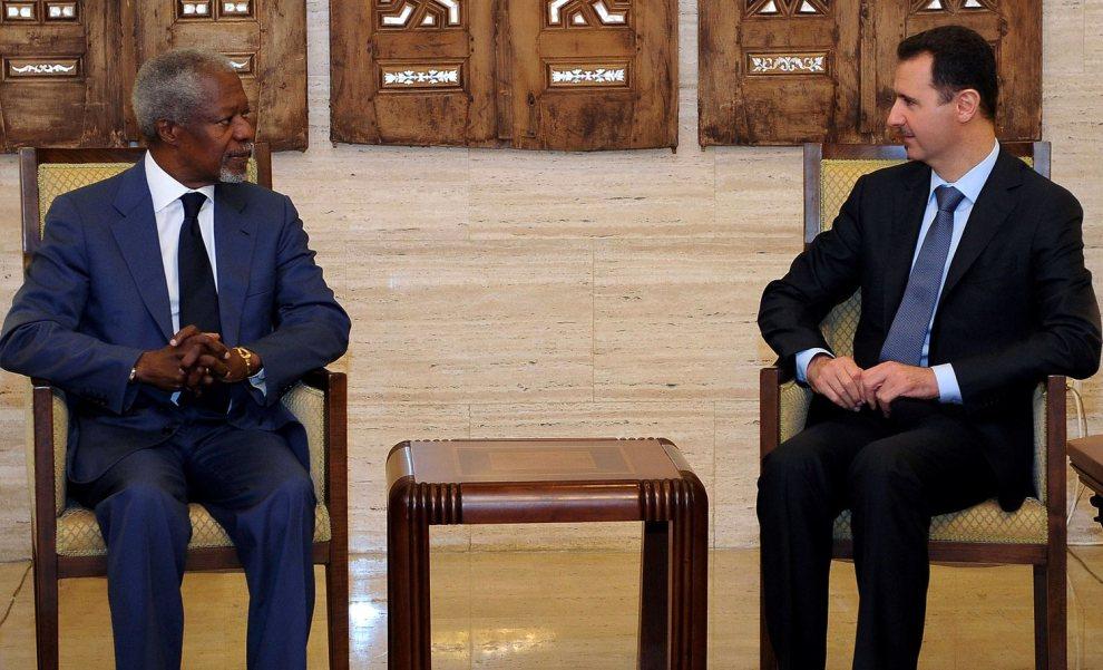 20.SYRIA, Damaszek, 9 lipca 2012: Spotkanie Baszara el-Asada z Kofi Anannem – pokojowym negocjantorem z ramienia ONZ. AFP PHOTO / HO / SANA