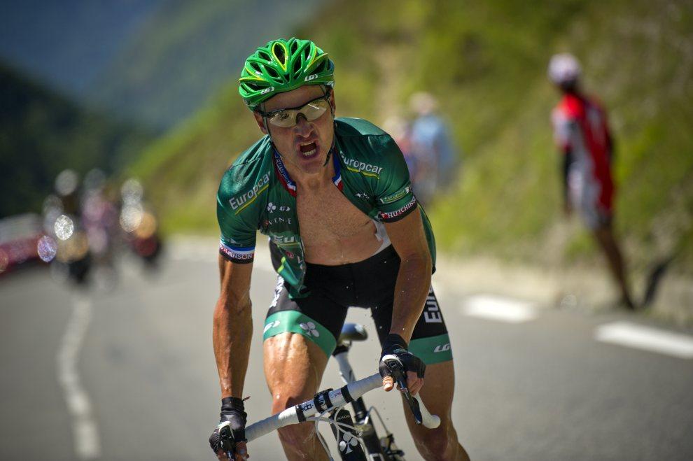 22.FRANCJA, Bagnères-de-Luchon, 18 lipca 2012: Thomas Voeckler w trakcie ostrego podjazdu na trasie 16. etapu Tour de France. AFP PHOTO / LIONEL BONAVENTURE